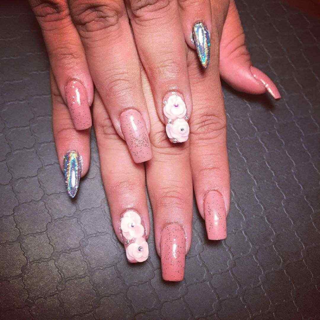 fotos de uñas con piedras flores 3d