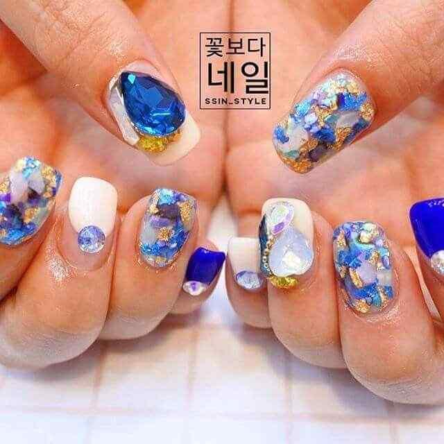 ideas de decoracion de uñas con piedras