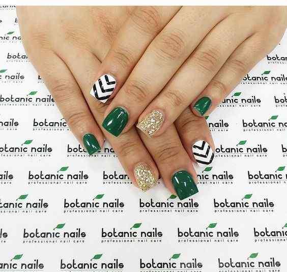 ideas de uñas verdes con lineas