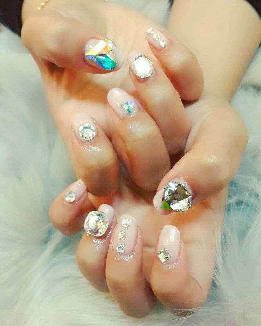 uñas con piedras