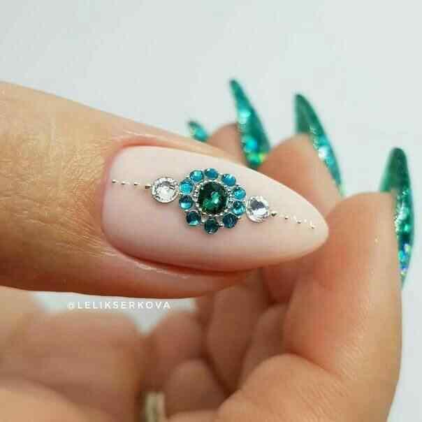 Con brillantes verdes