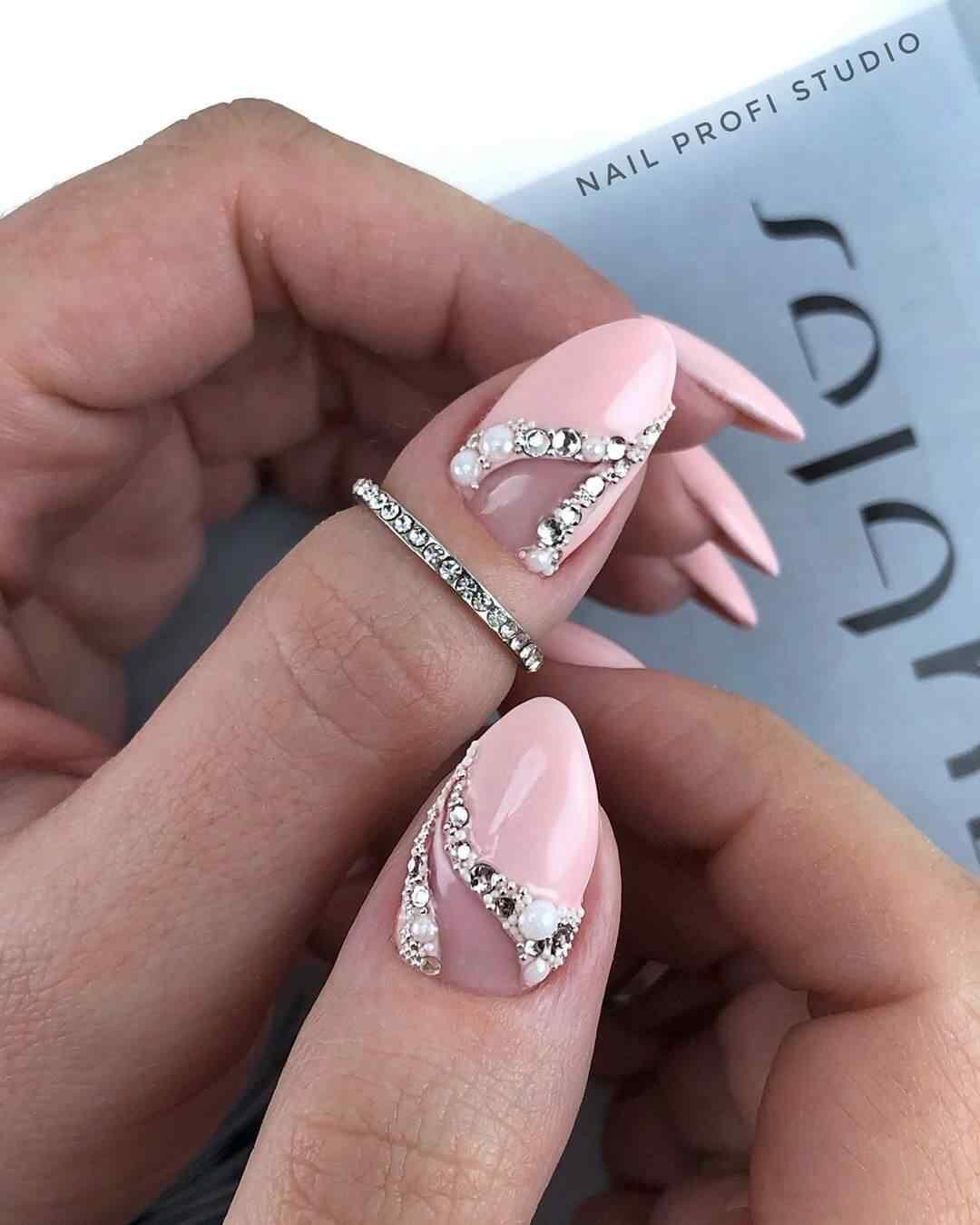 Sobre uñas nude