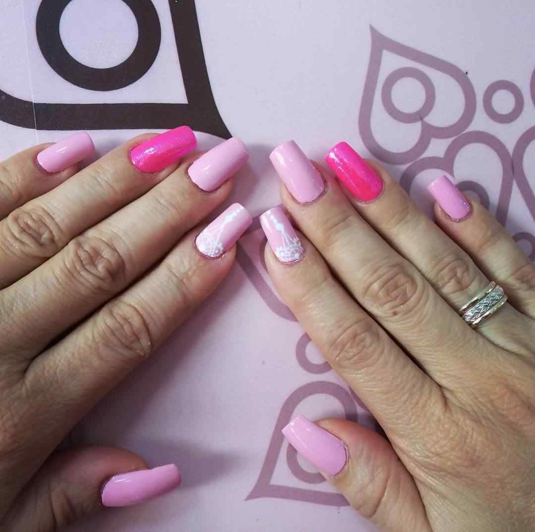 Uñas rosa decoradas