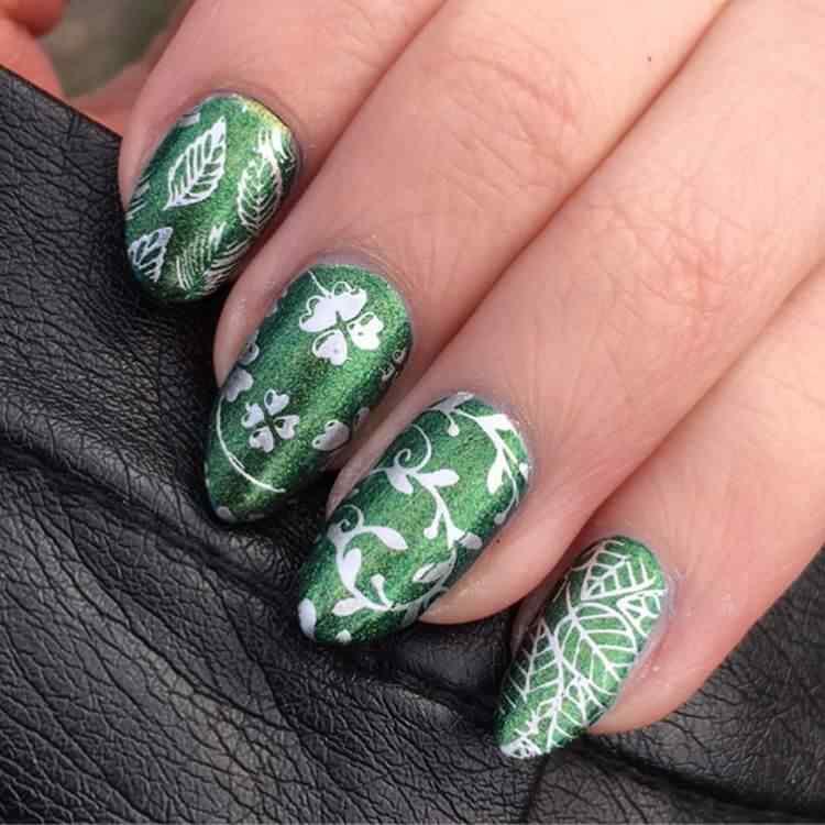 uñas vedes con hojas