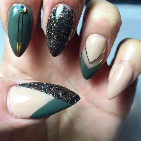uñas verde forma almendra
