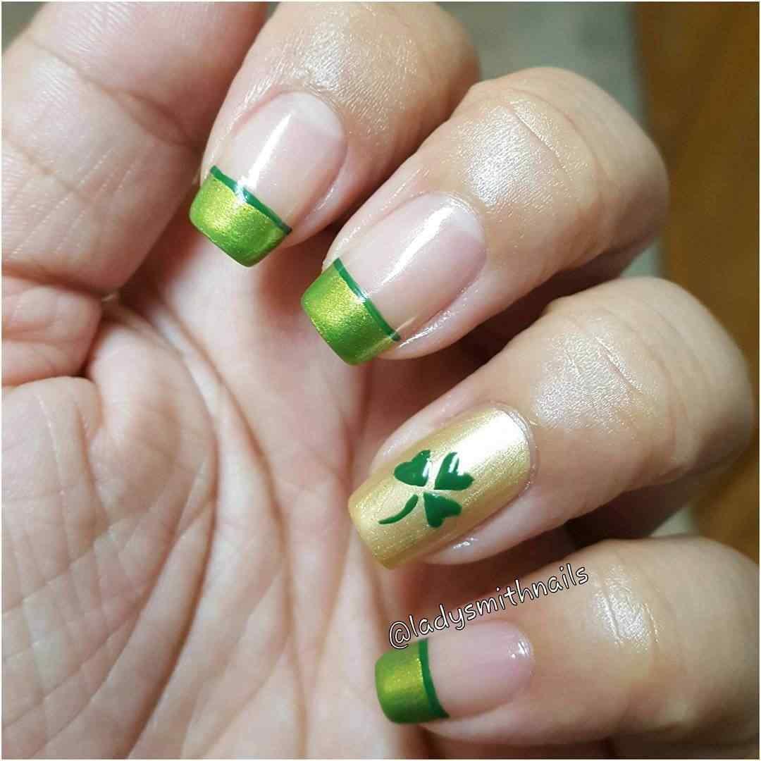 uñas verde francesa con trebol