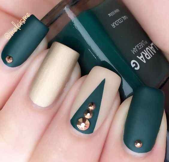 uñas verde minimalistas mate