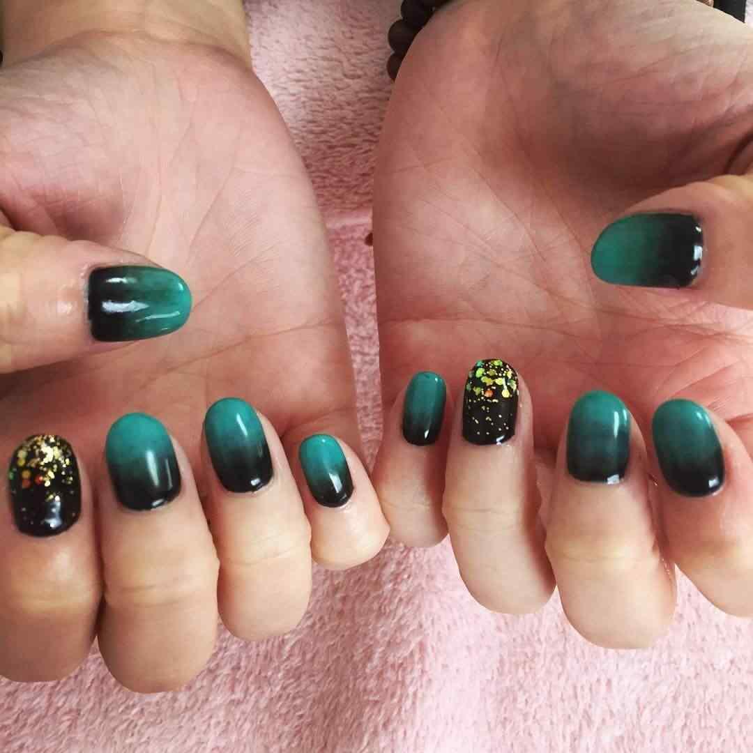 uñas verdes degradadas