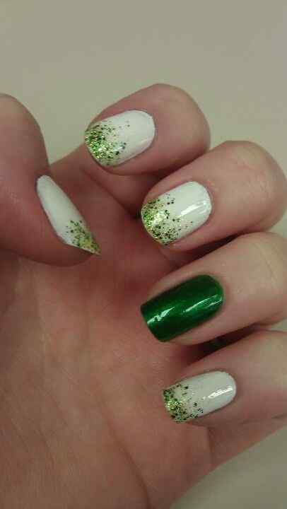 uñas verdes divertidas