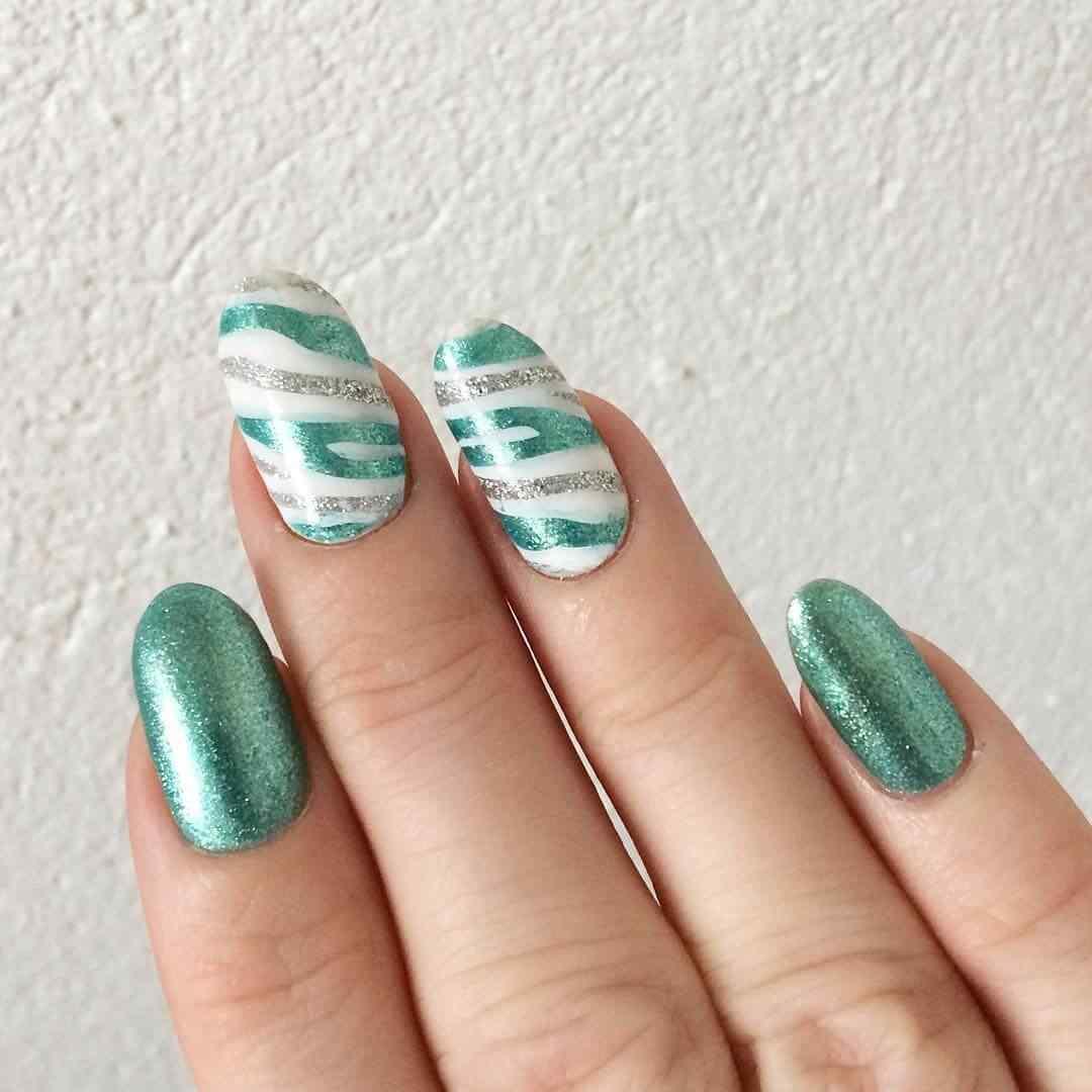 uñas verdes efecto animal print
