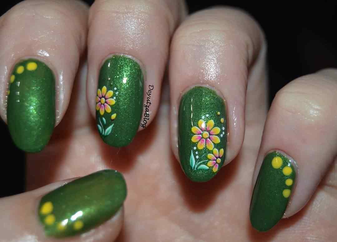 uñas verdes florales