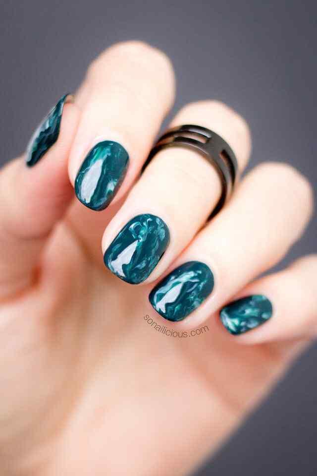 uñas verdes marmoladas