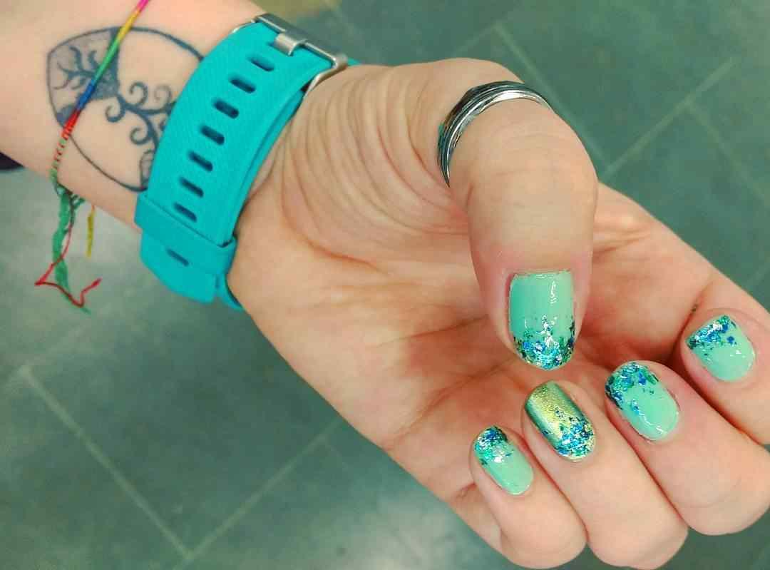 uñas verdes para jovencitas
