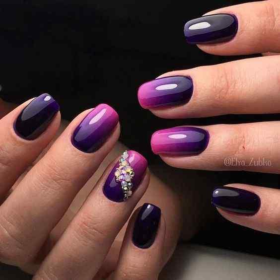 uñas violeta degradadas