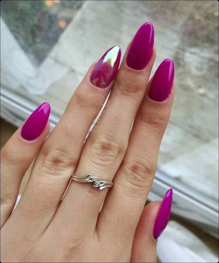 uñas violeta efecto holograma