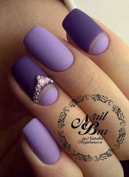 uñas violeta mate