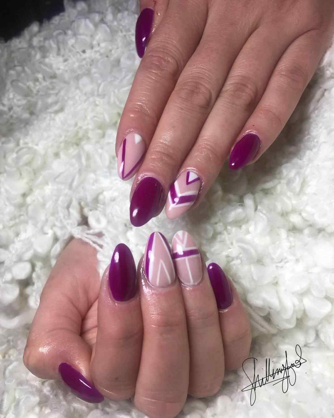 uñas violeta para fiestas