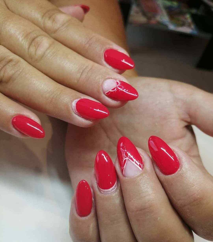 imagen de uñas roja en negativo