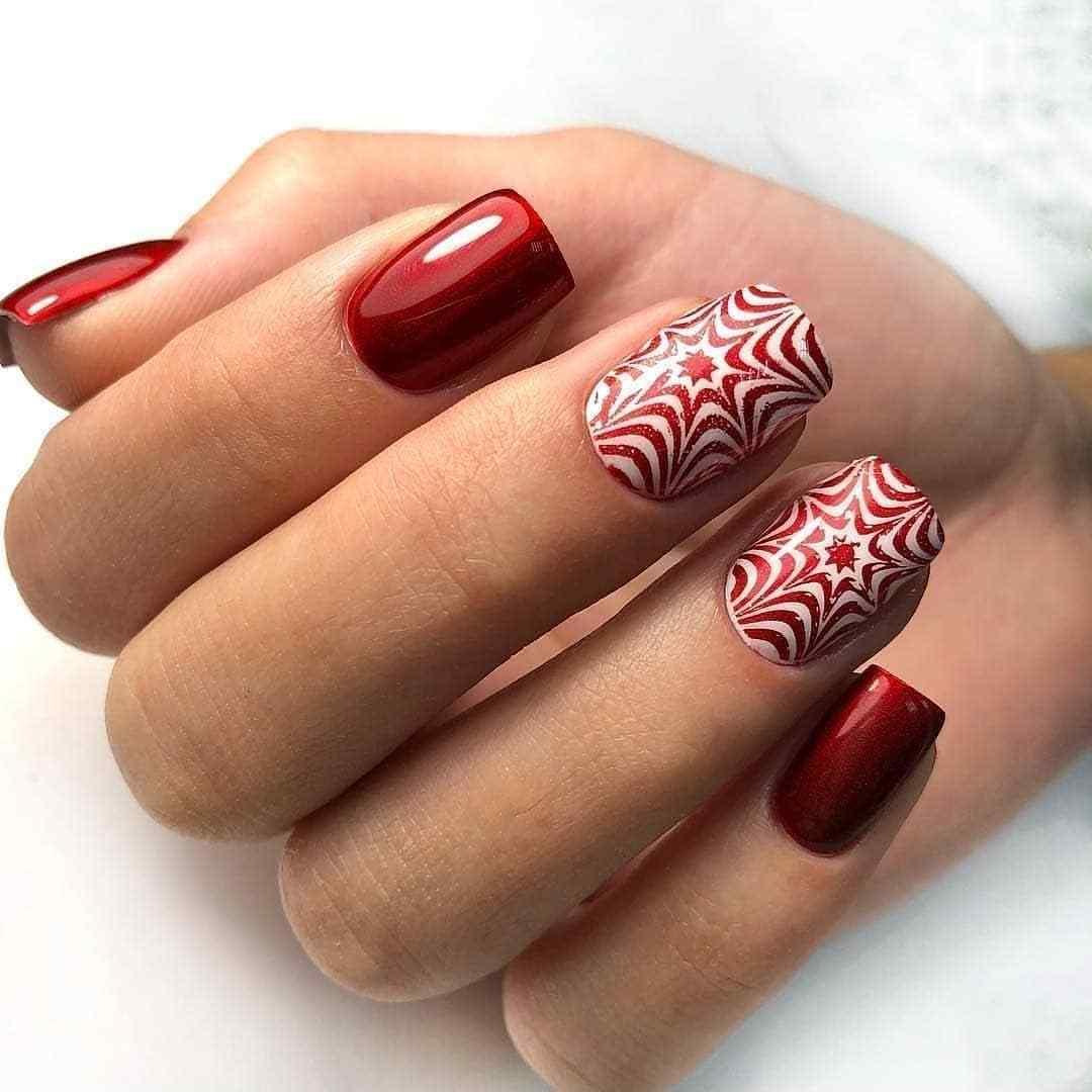 uñas con estampado rojo