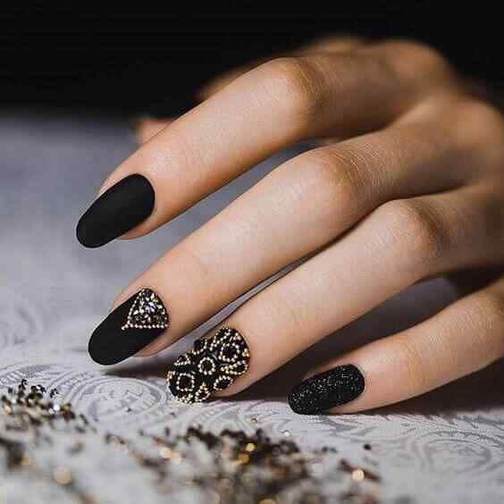 uñas negras elegantes