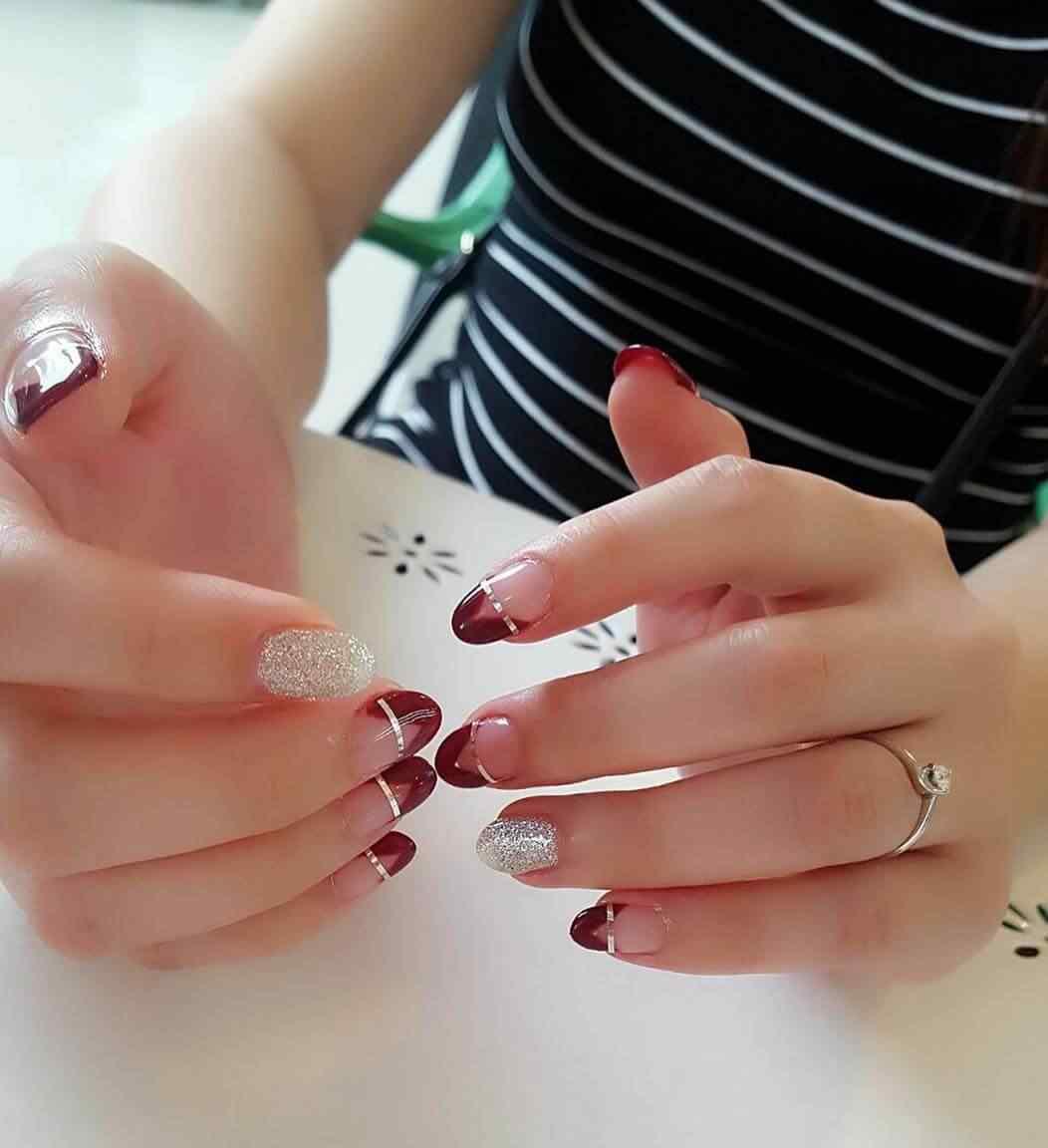 uñas  rojas elegantes con cinta