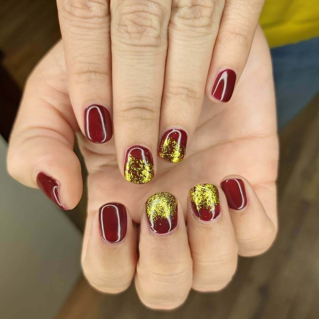 decoracion de uñas doradas con vino
