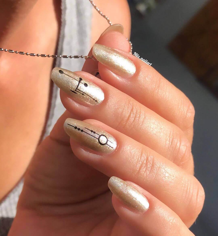 decoracion de uñas doradas