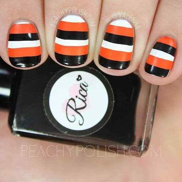 uñas con lineas blancas naranja y negras