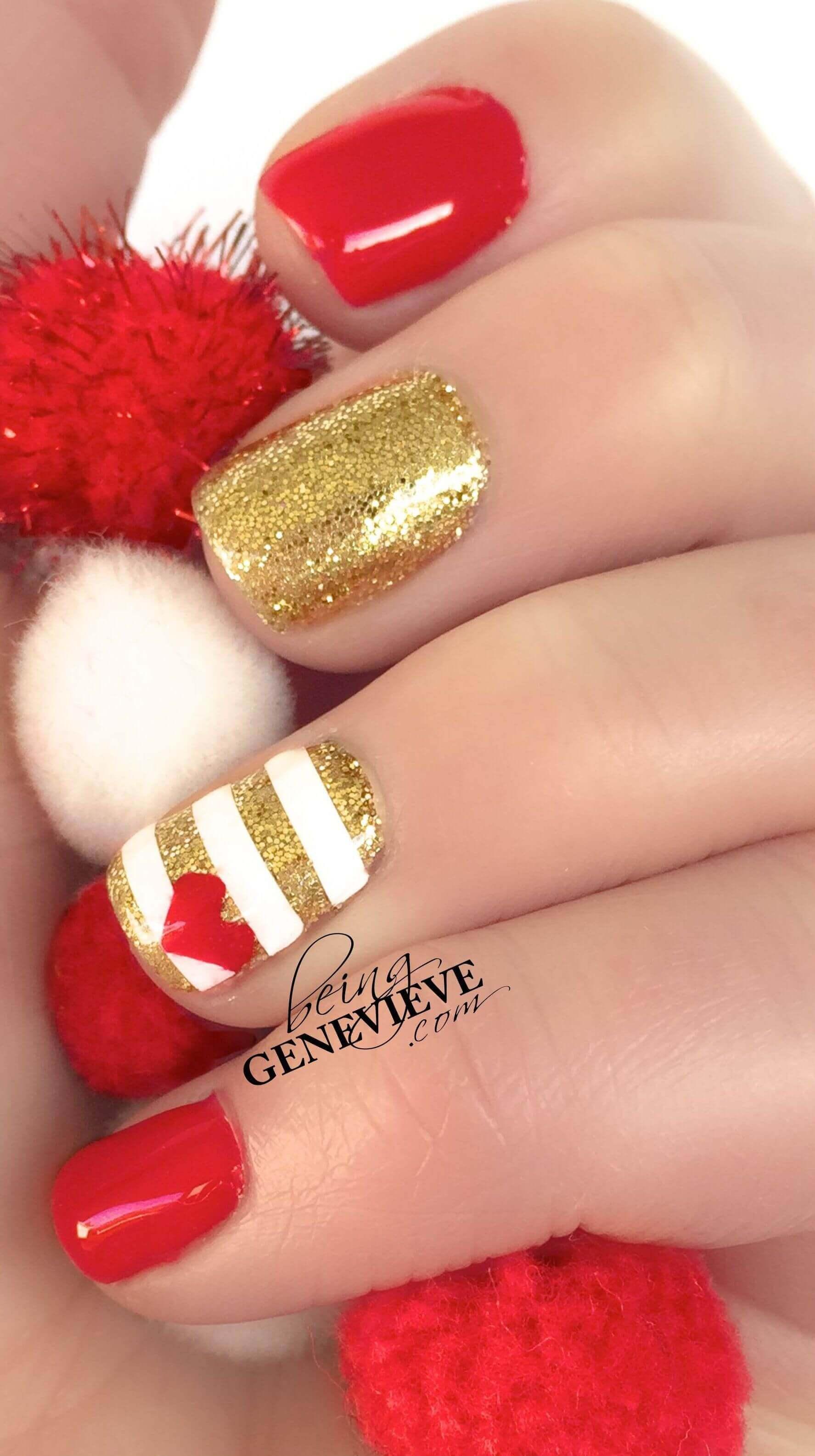 uñas doradas con diseño rojo