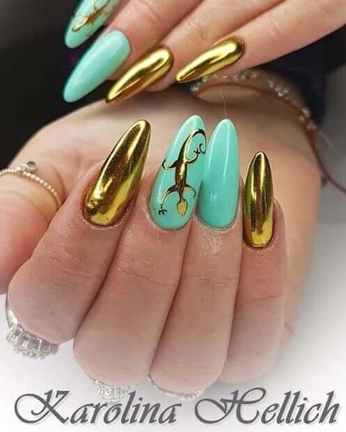 uñas doradas con verde agua
