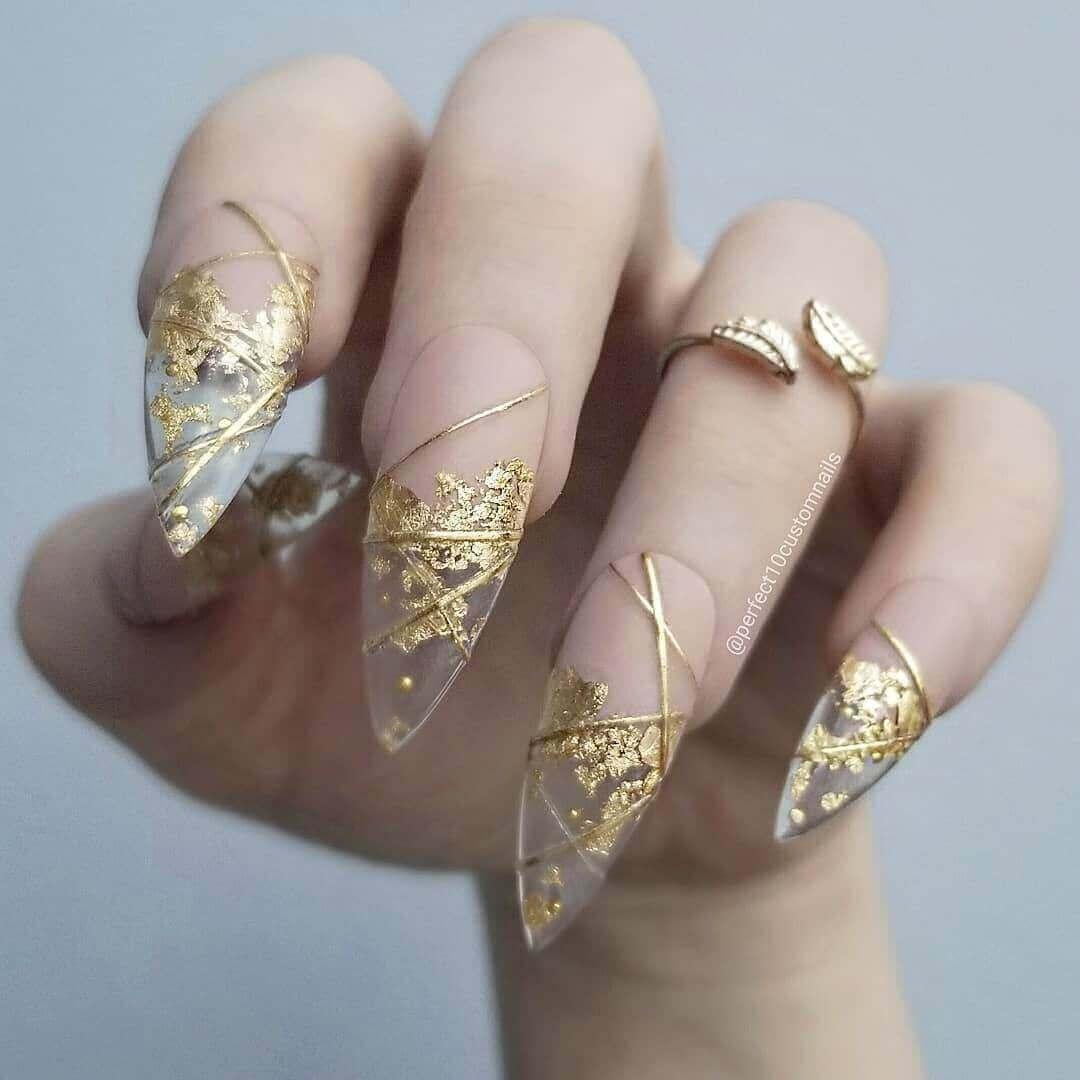 uñas doradas efecto oro