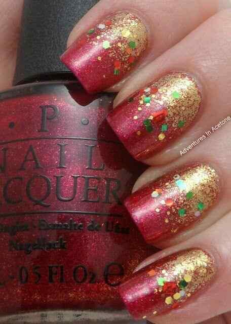 uñas doradas con rojo para navidad
