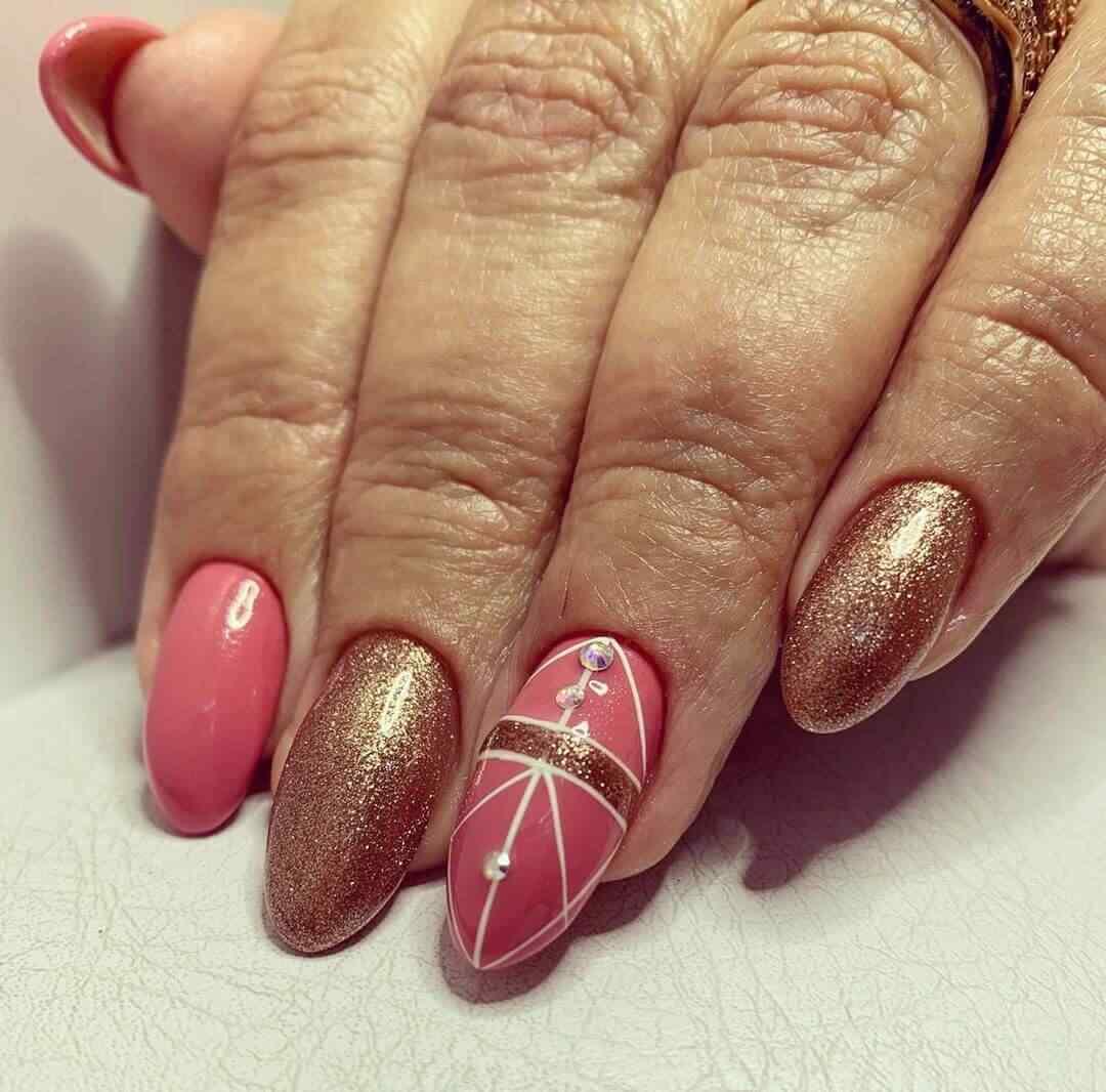 decoracion de uñas rosa con dorado