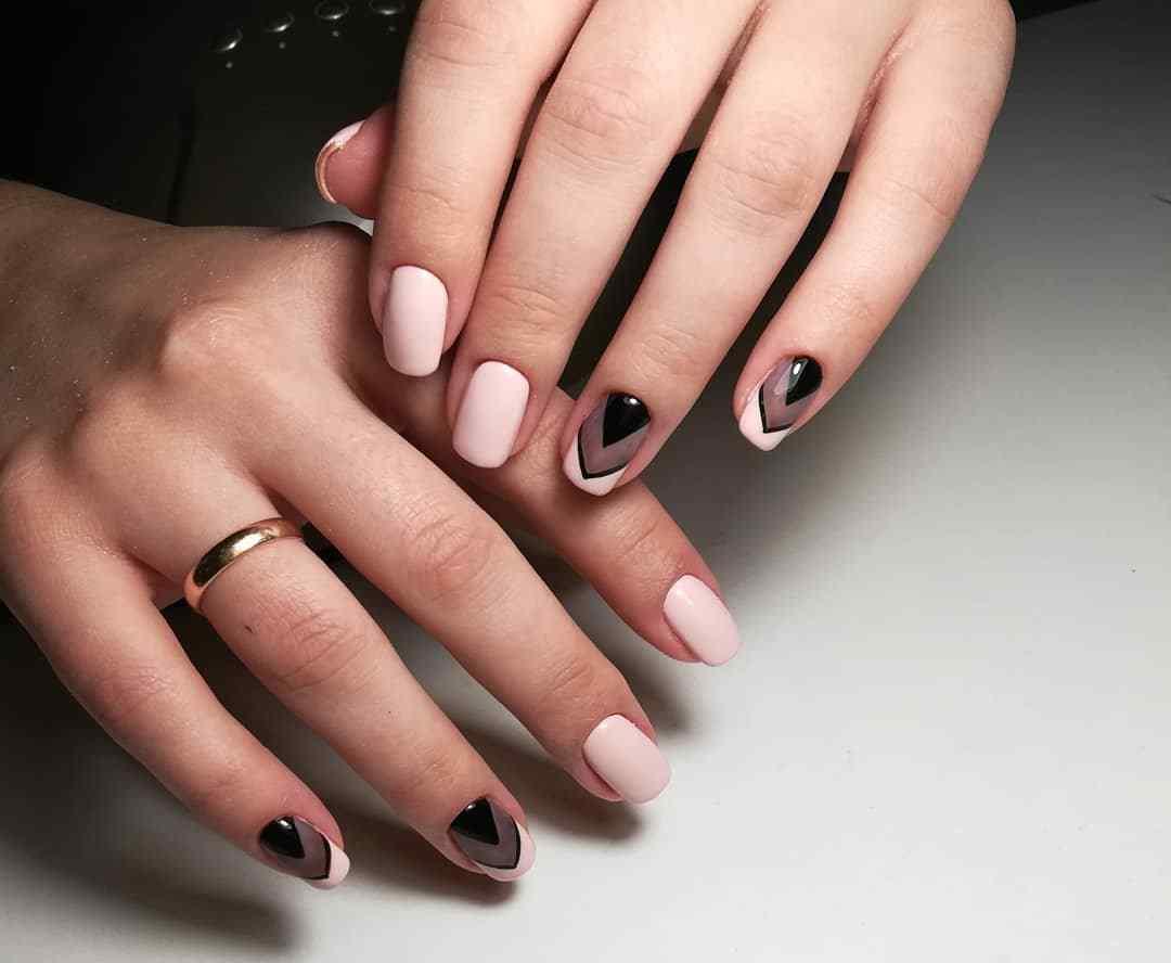 decoracion de uñas rosa y negro