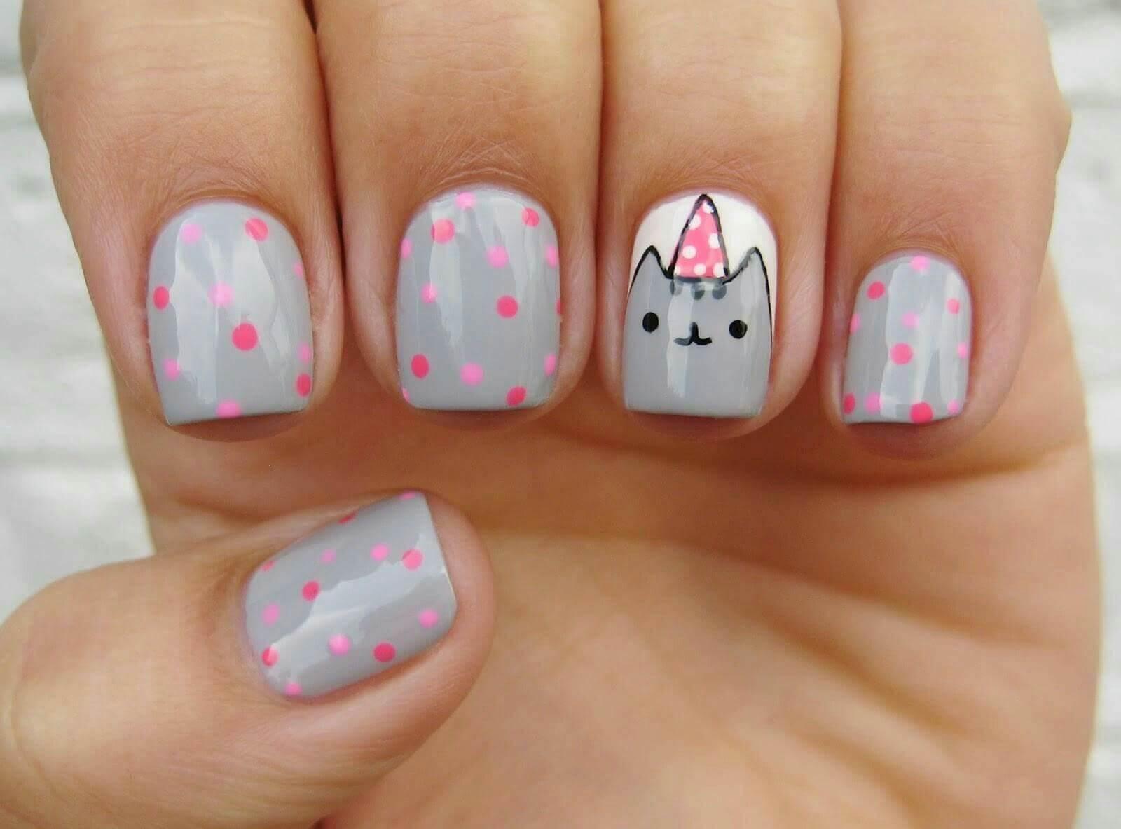 diseño de gatito tierno en uñas de niñas