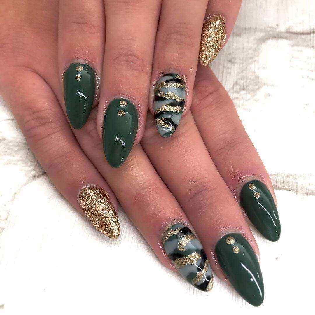 diseño de uñas acrílicas camuflaje militar