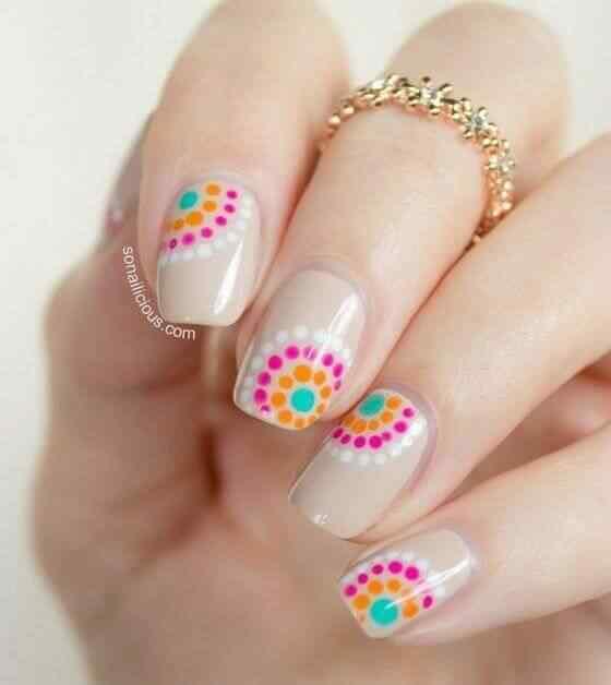 diseño de uñas acrílicas con puntos