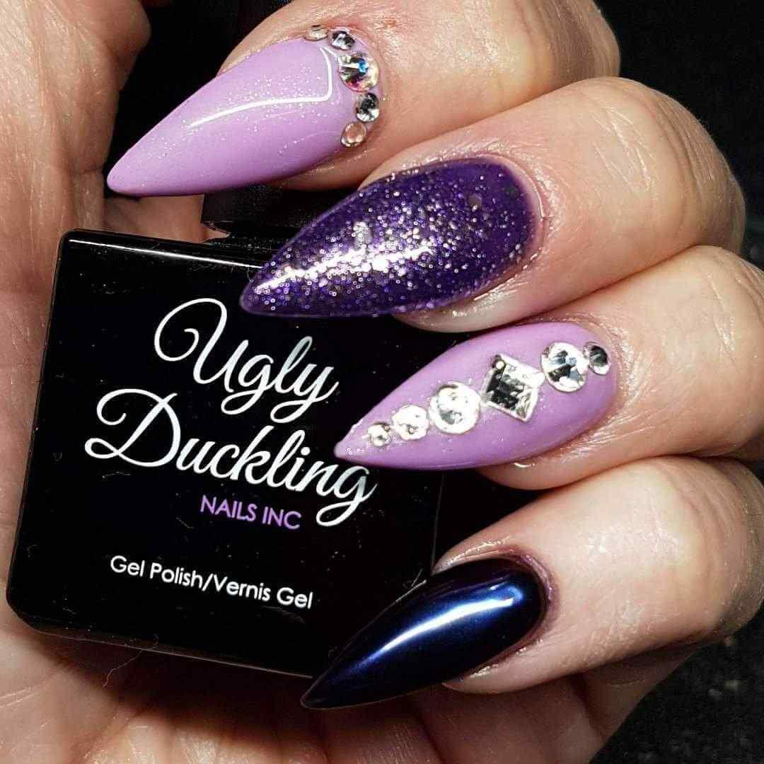 diseño de uñas acrílicas purpura