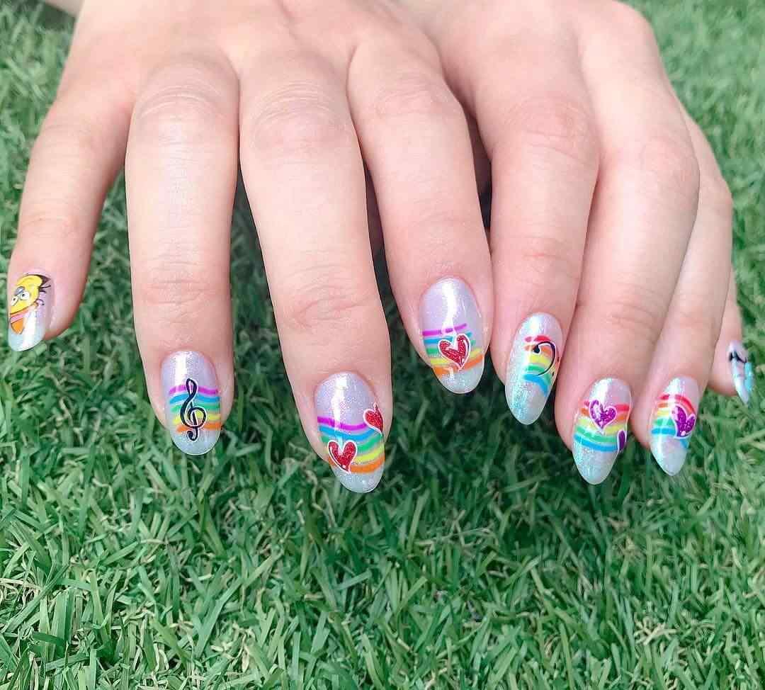 diseño de uñas arcoiris