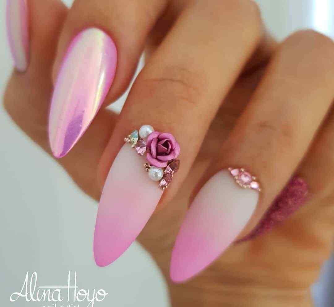 diseño de uñas rosa con piedras