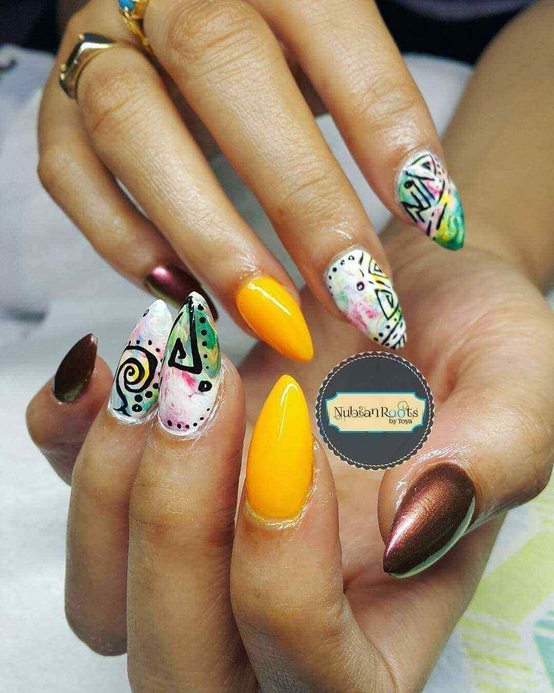 diseño uñas acrílicas folk