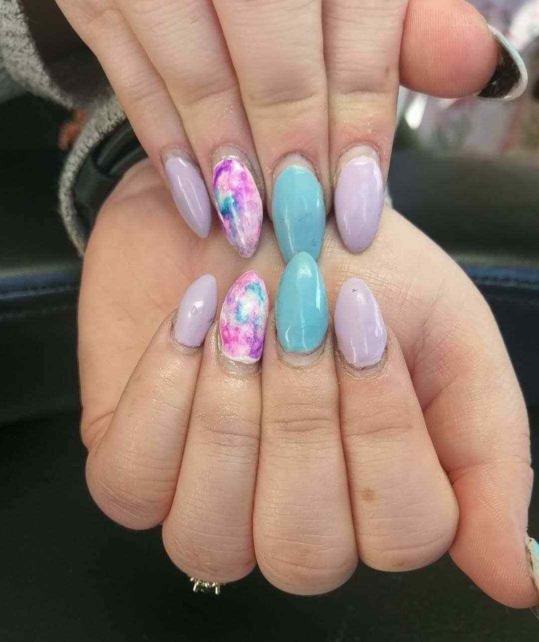 diseño uñas florales acrílicas