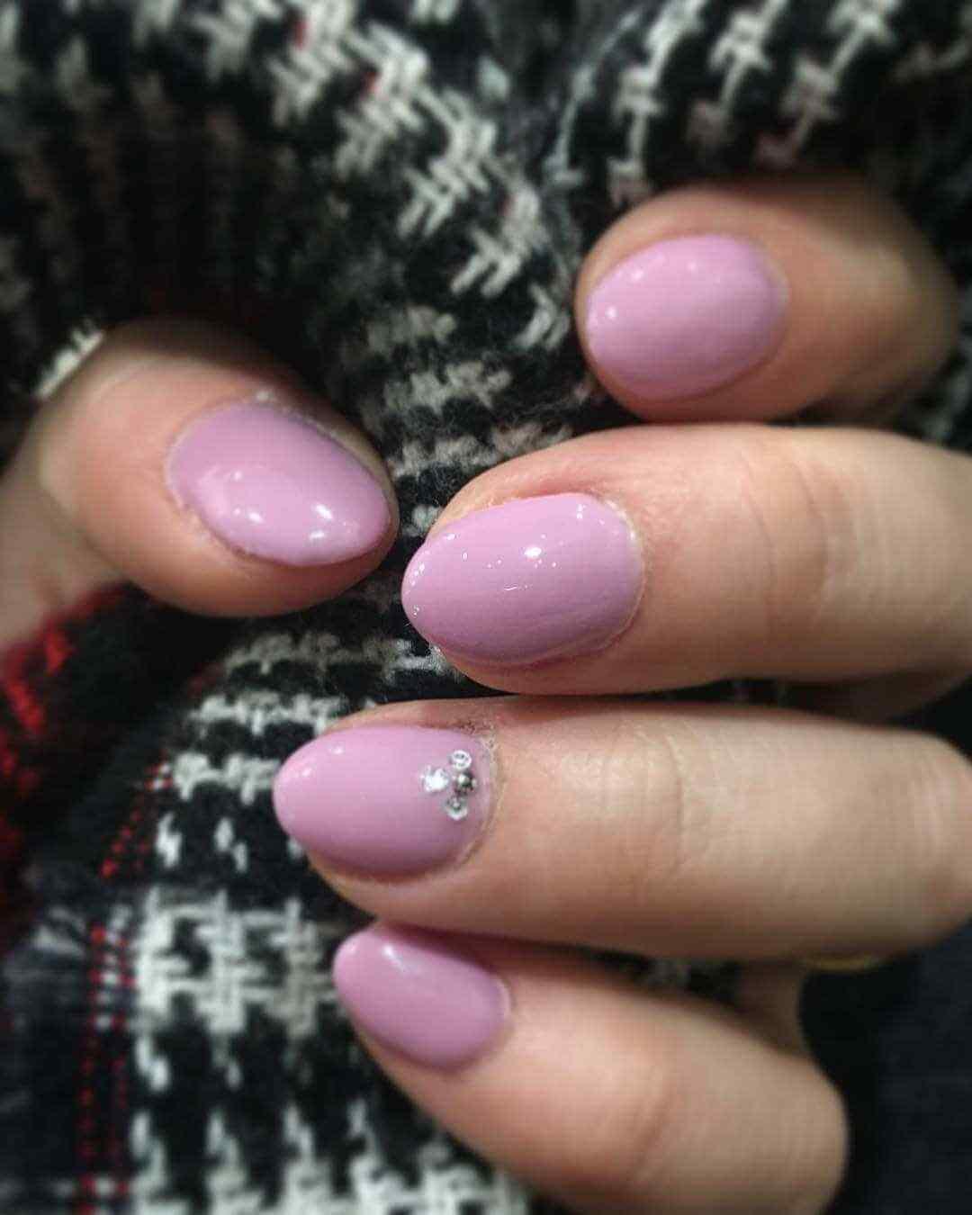 modelos de uñas cortas rosa viejo