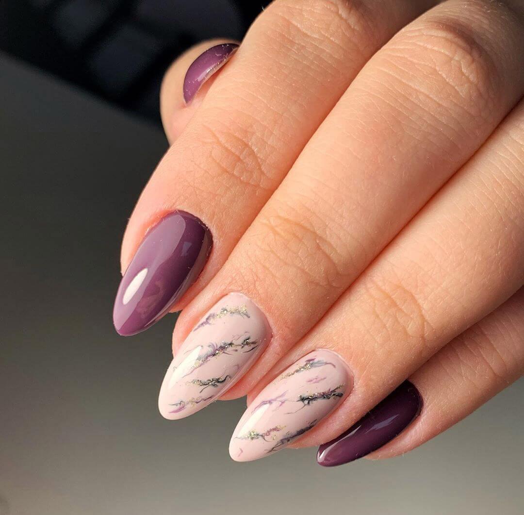 uñas color morado marmoleadas