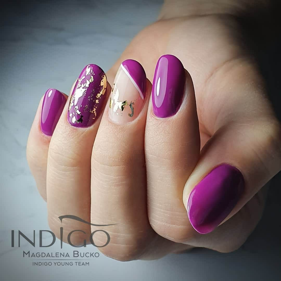 uñas color purpura con nude