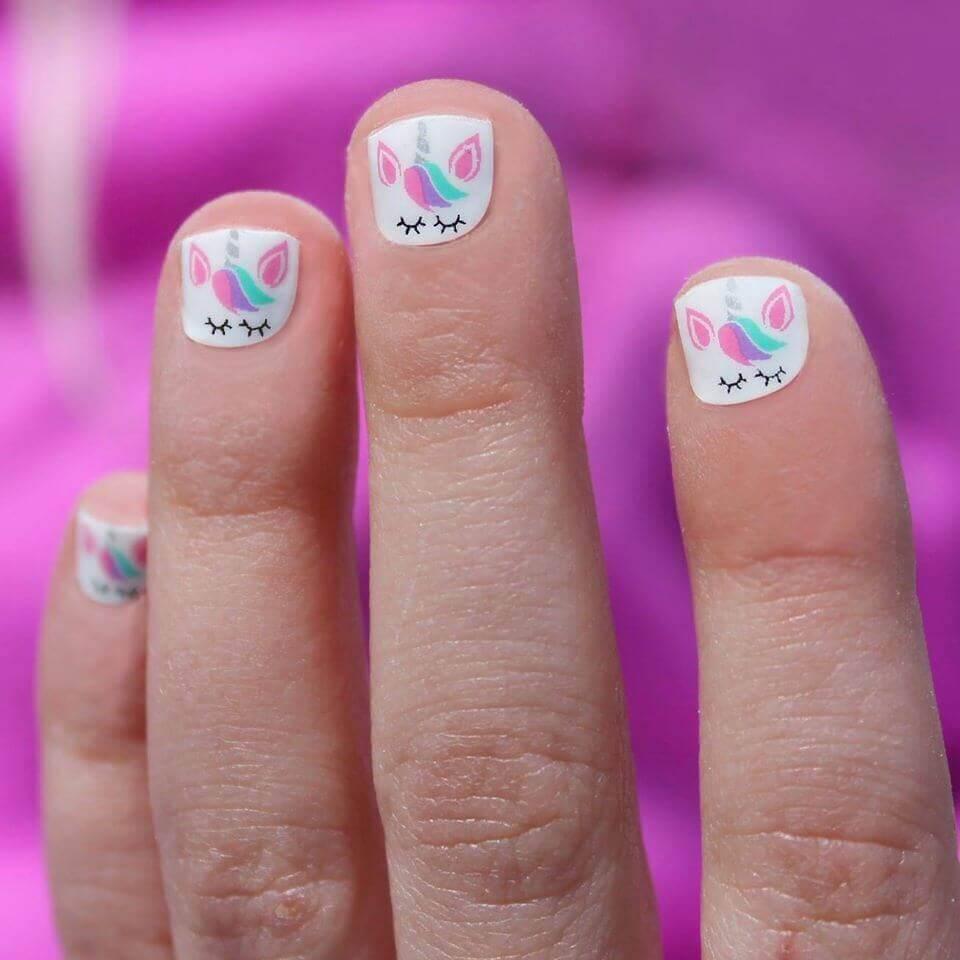 uñas con unicornio para uñas cortas de niñas