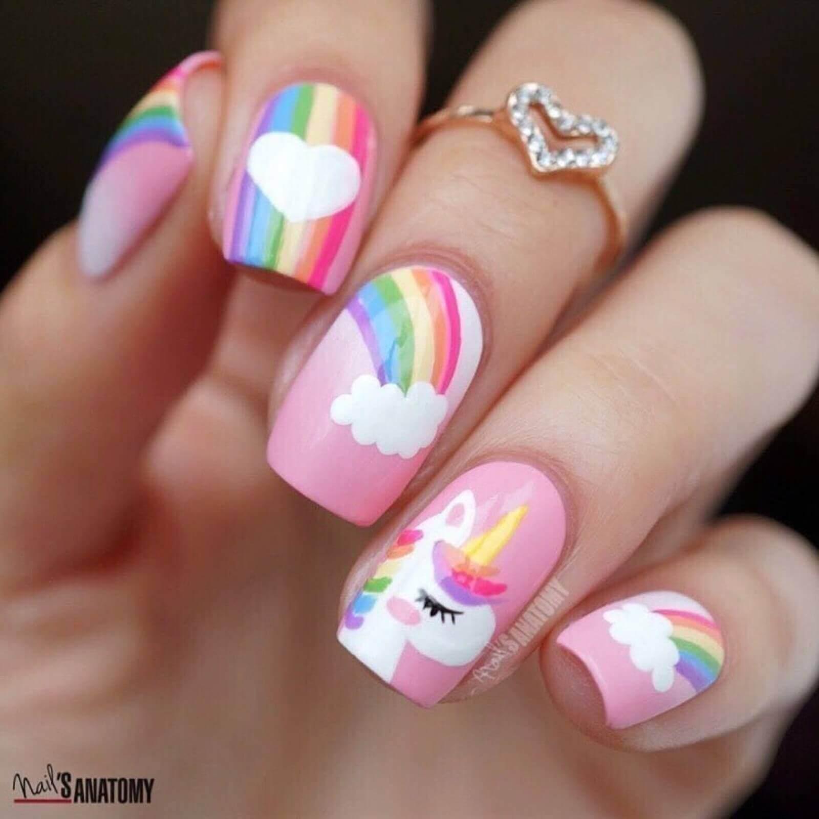 uñas decoradas con unicornio