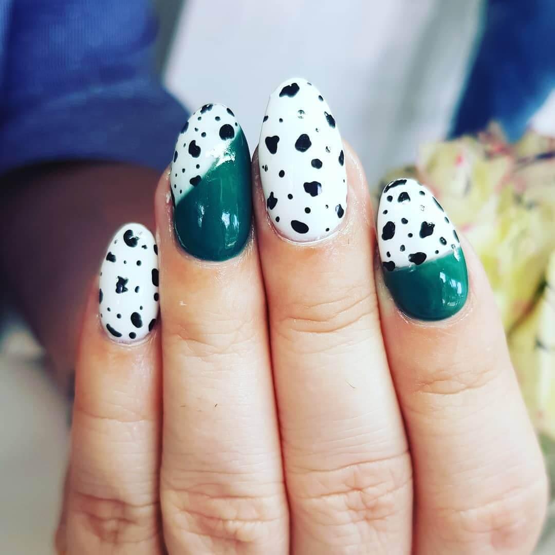 uñas verdes y blancas animal print