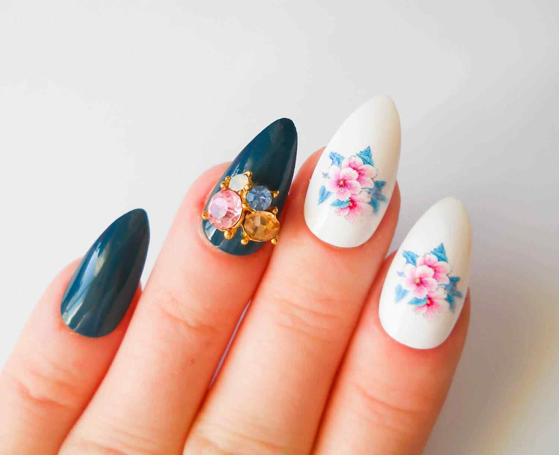 uñas acrílicas con flores