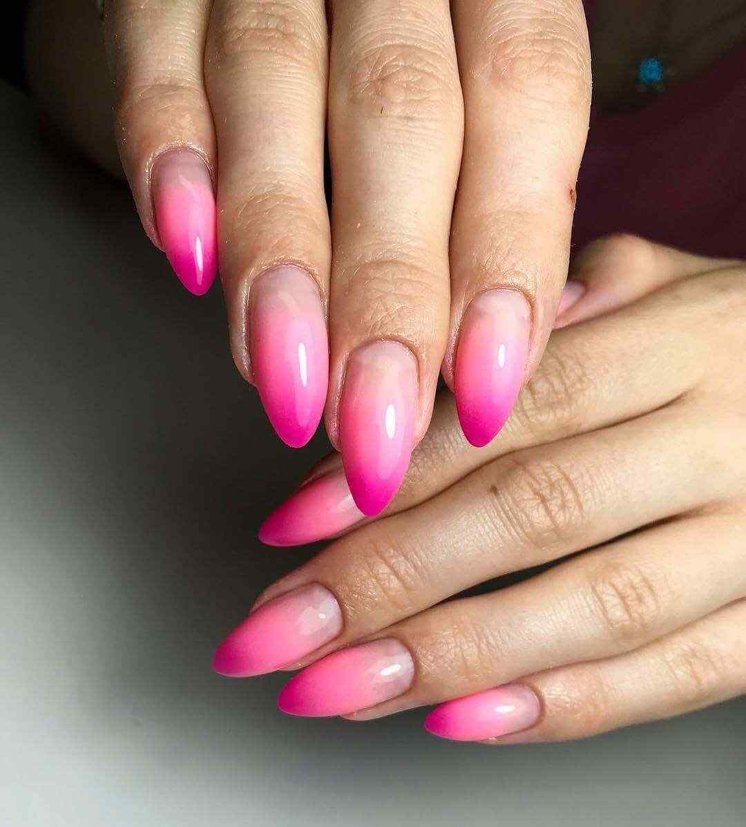 uñas color rosa degradadas